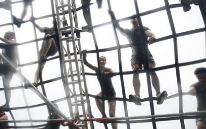 Fango, filo spinato e flessioni: la Spartan Race di Hong Kong. FOTO