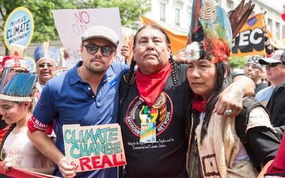 DiCaprio in prima fila alla marcia sul clima contro Trump. FOTO