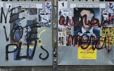 Getty_Images_Manifesti_truccati_elezioni_Francia_2