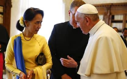 Papa Francesco vede Aung San Suu Kyi: via alle relazioni diplomatiche