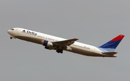 Famiglia costretta a lasciare il volo, Delta Air Lines si scusa
