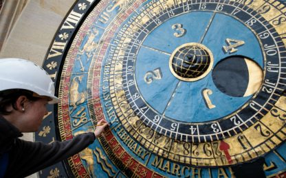 Londra, restauro orologio astronomico