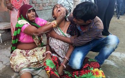 India, durante un matrimonio crolla un muro: almeno 26 morti