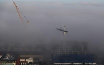 Auckland avvolta dalla nebbia
