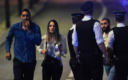 Attacco Londra: la paura, gli spari, la folla in fuga. Testimonianze