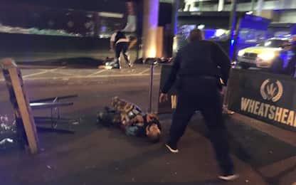 Londra, la foto degli attentatori a terra scattata da un italiano
