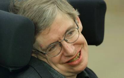 """Gran Bretagna, Stephen Hawking: """"Voterò Labour alle prossime elezioni"""""""