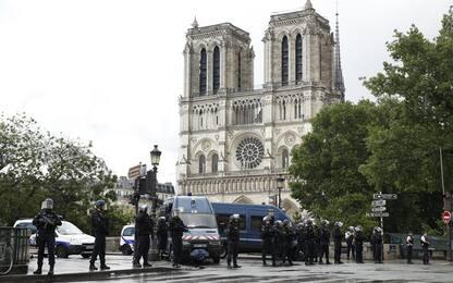 Parigi, assalitore Notre Dame è un dottorando dell'Università di Metz