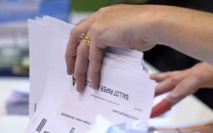 Elezioni Uk, dalle coccarde all'alcol: cosa non si può fare nei seggi?