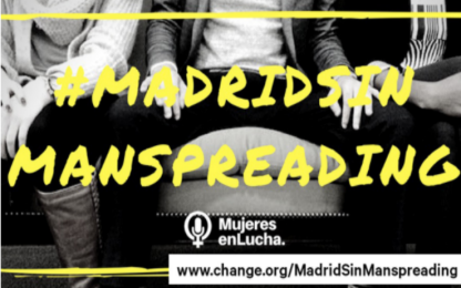 Madrid, campagna contro il manspreading: vietato sedere a gambe larghe