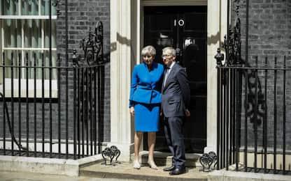 """Regno Unito, May sempre più isolata. Osborne: """"Morta che cammina"""""""