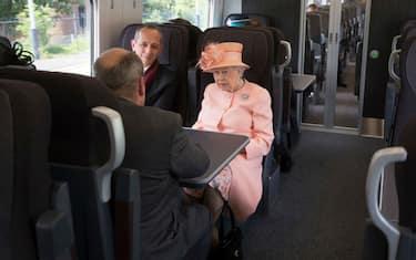 Getty_Images_Regina_Elisabetta_treno_6