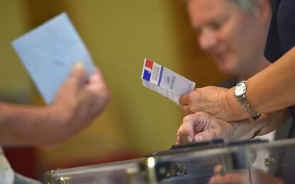 Legislative, Francia al ballottaggio: affluenza ancora in forte calo