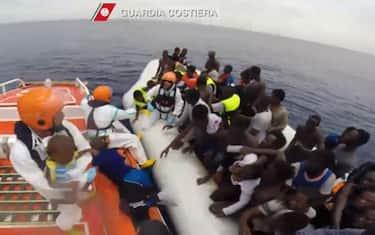 migranti-guardia-costiera-ansa