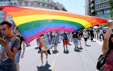 01-gay-pride-belgrado-ansa