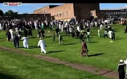 """Newcastle, auto su fedeli vicino a moschea: feriti: """"non è terrorismo"""""""