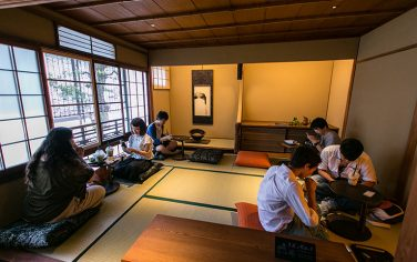 GettyImages-Kyoto_Starbucks4