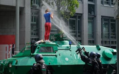 G20 Amburgo, centinaia di feriti in scontri tra agenti e manifestanti