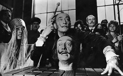 Salvador Dalì, baffi ancora intatti a 28 anni dalla morte