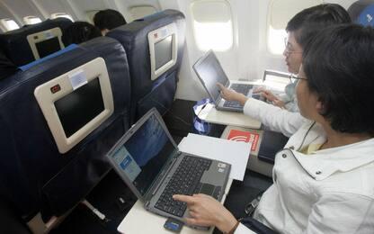 Usa, rimosso il bando sui laptop in cabina su voli da Medio Oriente