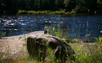 Duemila messaggi in bottiglia via fiume: sanzionato per inquinamento