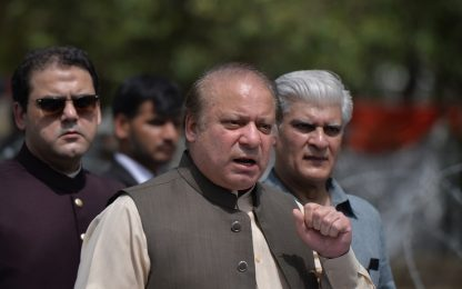 Pakistan, il premier Nawaz Sharif destituito per corruzione