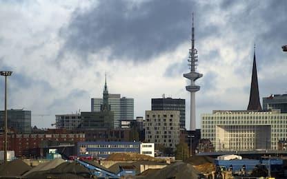 Amburgo, attacco con coltello in tribunale: un ferito grave