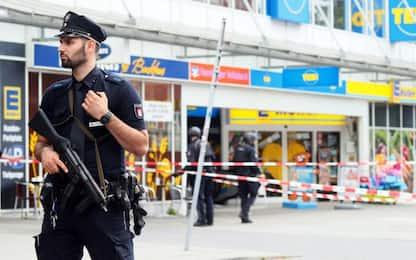 Amburgo, uomo accoltella clienti di un supermarket: un morto. FOTO