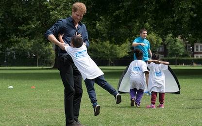Il principe Harry gioca