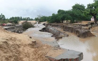 India, oltre 200 morti per le alluvioni in Gujarat