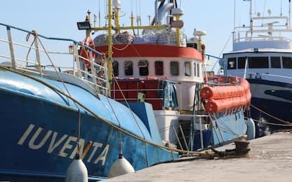 Migranti, nave ong fermata a Lampedusa per controlli