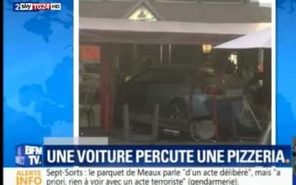 Francia, auto contro pizzeria: morta una 13enne, vari feriti