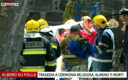 Portogallo, albero cade su folla davanti a una chiesa: 12 morti