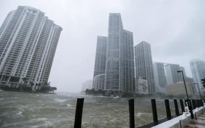 """L'uragano Irma arriva in Florida. Il governatore: """"Pregate per noi"""""""