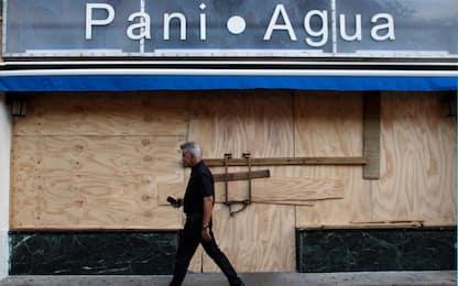 L'uragano Maria tocca Porto Rico e l'isola resta al buio