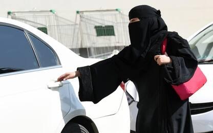 Arabia Saudita, rilasciate le prime patenti alle donne