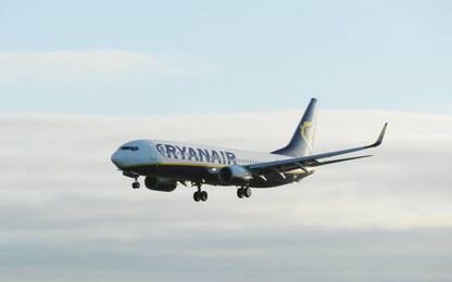 Londra, aereo Ryanair scortato a terra da caccia: falso allarme bomba