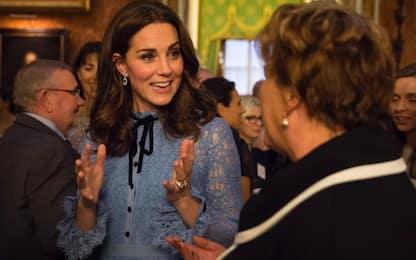 Kate, la prima uscita con il pancino
