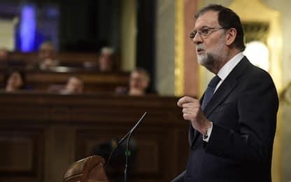 Indipendenza Catalogna, ultimatum di Madrid a Puigdemont scade lunedì