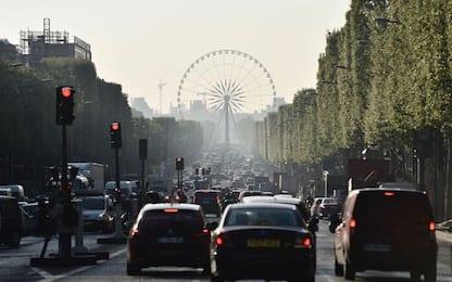 Parigi verso stop auto diesel entro 2024. Niente benzina entro 2030