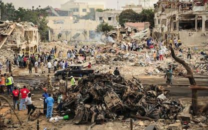 Somalia, sale a 300 il numero dei morti dell'attentato a Mogadiscio