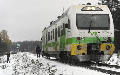 Finlandia, scontro tra treno e blindato