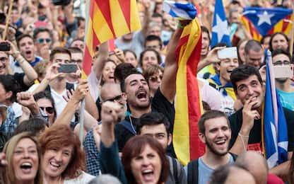 Catalogna dichiara l'indipendenza. Rajoy destituisce Puigdemont