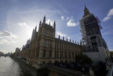 Molestie a Westminster, sospetti su 15 membri governo