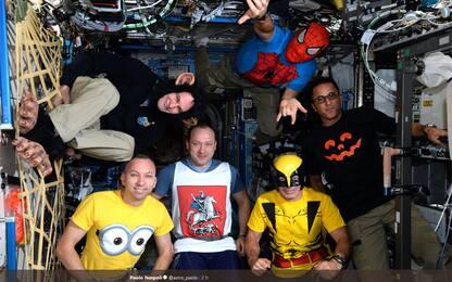 E' Halloween anche nello Spazio: Nespoli si traveste da Spiderman