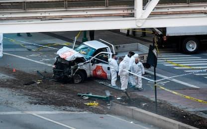 Attentato New York, furgone piomba su pista ciclabile: 8 morti
