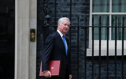 Scandalo Westminster, si dimette ministro della Difesa britannico