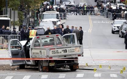Attentato New York, killer: volevo uccidere ancora. Trump: basta visti