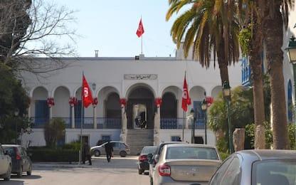 Tunisia, presunto jihadista accoltella due agenti davanti a Parlamento