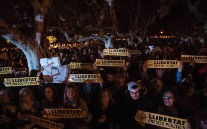 Catalogna, in carcere vicepresidente e ministri. Proteste a Barcellona